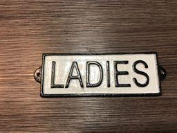 Letrero Fierro Fundido Ladies - Generico