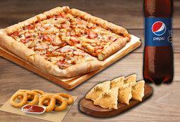 Pizza mediana QuadQueso, Bebida 1.5L y 2 Complementos.