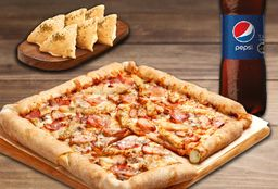 Pizza familiar QuadQueso, Bebida 1.5L y 2 Complemento.