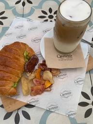 Cafe Latte Frío y Croissant Ave Palta