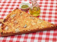 Slice pizza 4 quesos