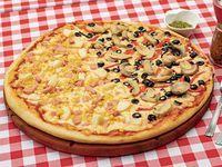 Arma tu pizza familiar (2 sabores)