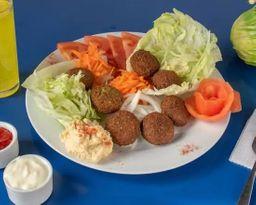 Plato falafel con ensalada