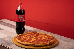 Pizza Pepperoni Familiar + Bebida 1.5 L