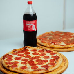 2 Pizzas Pepperoni Familiar + Bebida 1.5 L