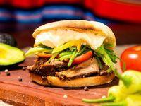 Sandwich brisket chacarero