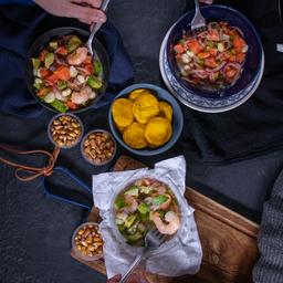 4 Ceviches y 32 Mini Sopaipillas.