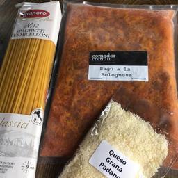 Ragú a la bolognesa + tallarines clásicos italianos + queso gran