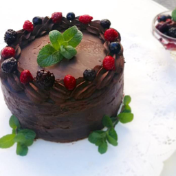 Keto torta de chocolate y Frutos Rojos 8-10 porciones sin azucar