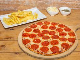 Pizza Familiar Pepperoni + papas fritas + bebida 1.5 L