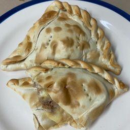 Empanada Mechada Queso
