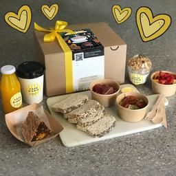 Caja de Desayuno de Aniversario para una Persona