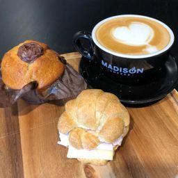 Café, Muffin y Mini Croissant