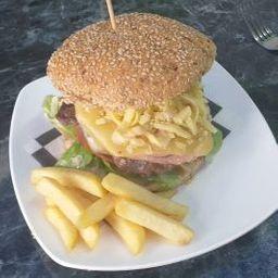 Hamburguesa Bistro de Carne con Papas Fritas