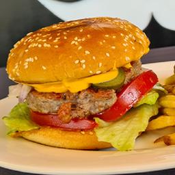 Burger Conservadora con Papas Fritas