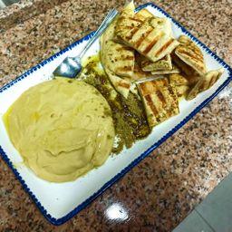 Hummus con Manakish Zaatar