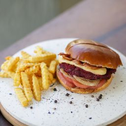 Jack Daniel´s Burger y Papas Fritas.