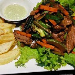 Carne Saltada con Verduras