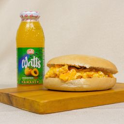 Sandwich huevo revuelto + watts 300cc.