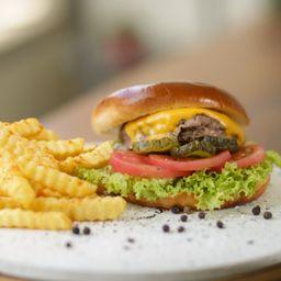 Classic Burger y Papas Fritas.