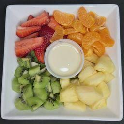 Frutas Del Día con Leche Condesada