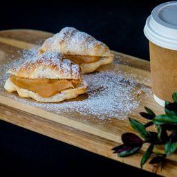 2 Croissant con Manjar