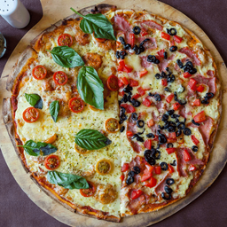 Pizza Margherita mitad Camorra