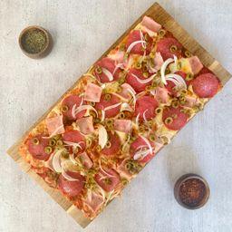 Pizza Mediana Salami y Prosciutto