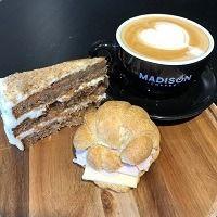 Café, Torta y Mini Croissant