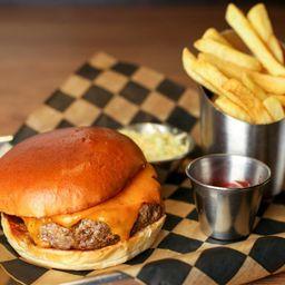 Burger Regular, Papas Fritas y Bebida