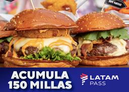 Gana Millas 2 hamburguesas classic, 2 acompañamiento y 2 bebidas