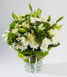 Arreglo 20 flores surtidas blancas base mosaico