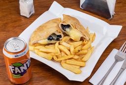 Empanada Aceituna, Queso + Papas fritas + Bebida en lata 350cc
