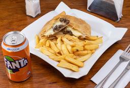 Empanada Carne, Queso + Papas fritas + Bebida en lata 350cc
