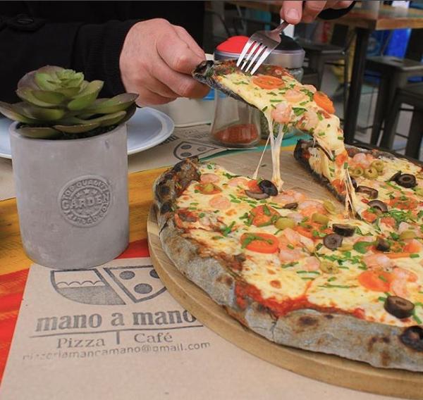 Logo Pizzería Mano a Mano
